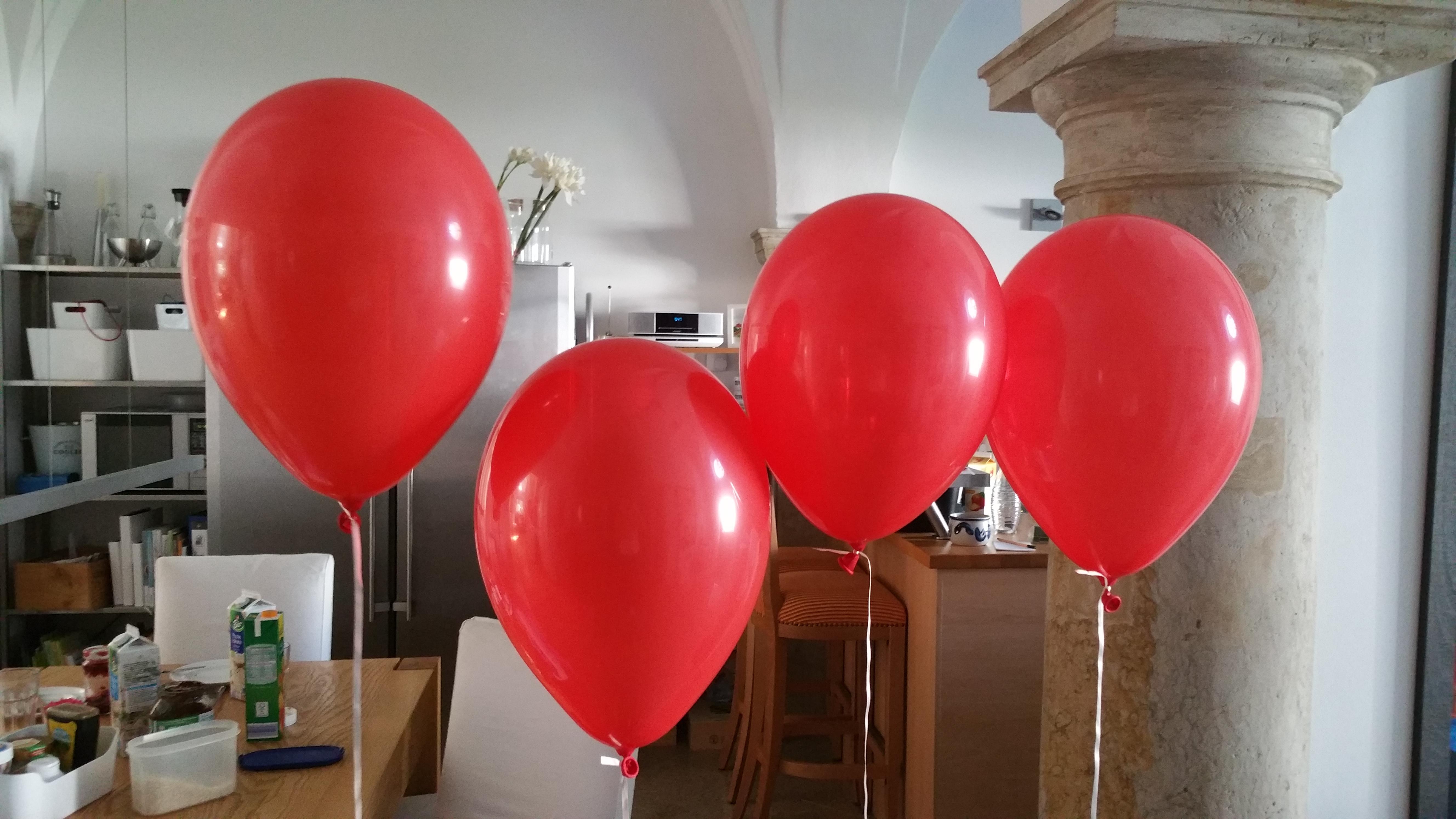 rote Heliumluftballons
